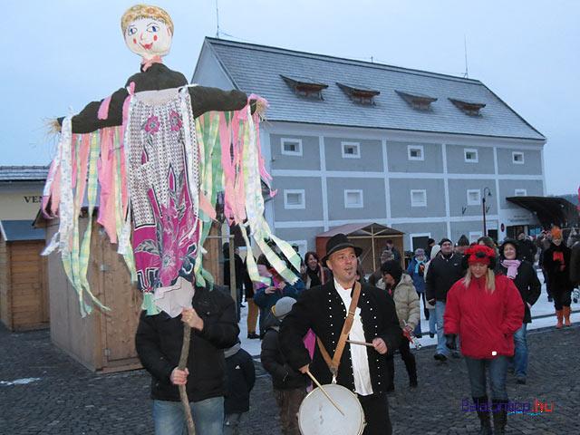 Tihanyi Téltemető maskarás karnevál Balatontipp győrffyá