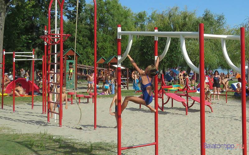 A gyerekek kortól függőn választhatnak a játszóterek között