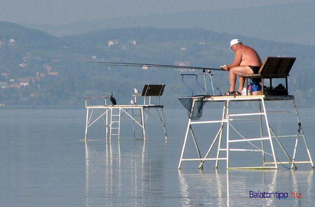 Kapásra váró horgászok