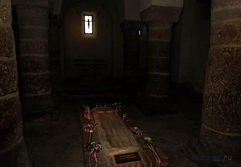 I. András sírja a Tihanyi Bencés Apátság templomának altemplomában