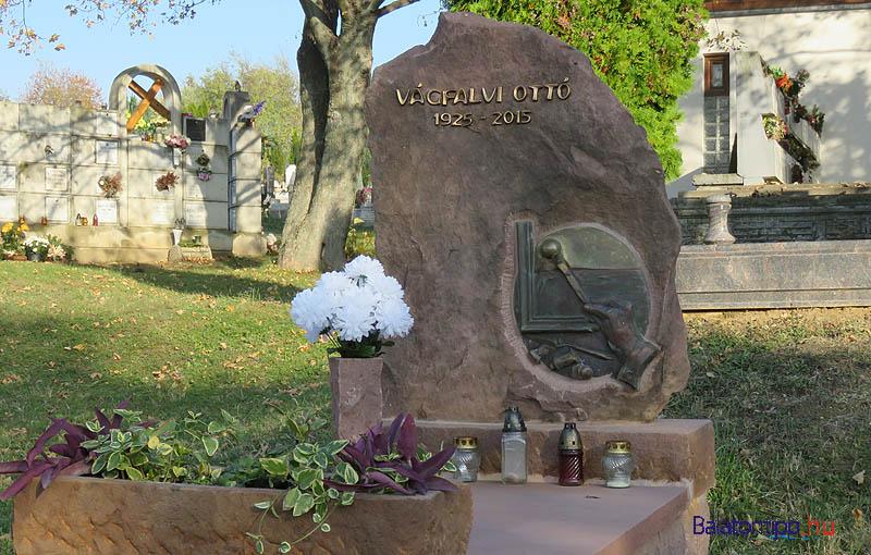 Vágfalvi Ottó sírja a balatonfűzfői temetőben - GPS koordináták: É 47.07284 K 18.04174