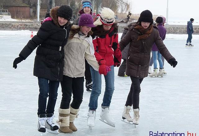 Balatonfured-Esterhazy-strand-korcsolyapalya-balatontipp-hu-gyorffy_arpad10
