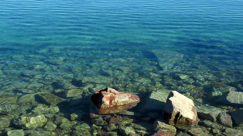 A Balaton téli szélcsendes időben, jég nélkül, napsütésben épp olyan, mint a tenger