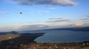 Keszthely és a Balaton a Hévíz felett lebegő hőlégballonból