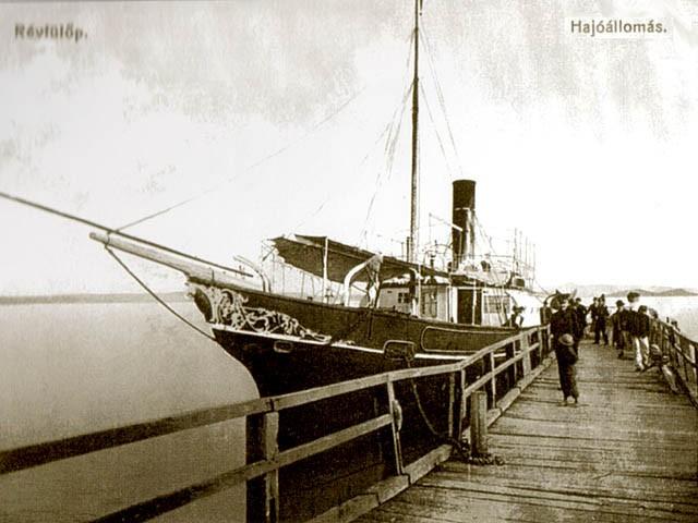 Hajó a révfülöpi famólónál 1909-ben - fotó a Villa Filip egy korábbi számából