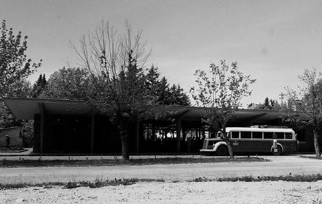 A hévízi buszpályaudvar az 1957-es átadás után - fotó UVATERV-Fortepen.hu