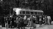 Ikarus 30, 1955 - akkori szokások szerint a csomagokat még a busz tetejére kötözték, hogy több hely maradjon az utasoknak - Fotó Nagy Gyula fortepan.hu