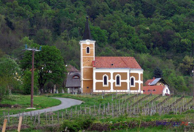 A Lengyel-Tóti-kápolna a Szent György-hegy hegymagasi (déli) oldalán