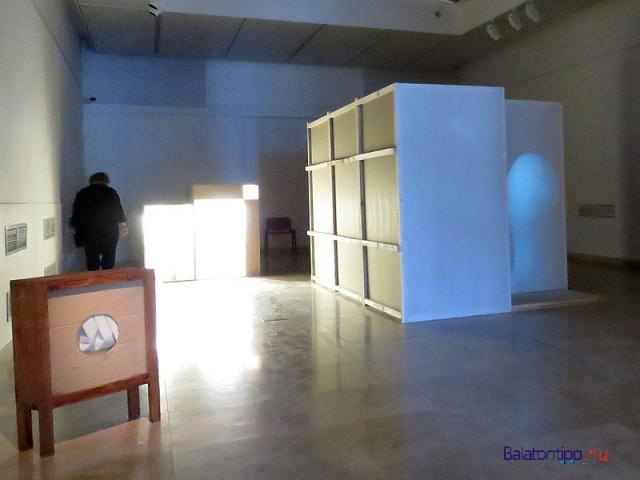 A Széchenyi-teremben felállított installációk