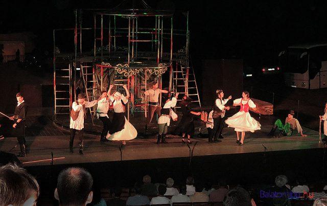 A Pannon Várszínház egy korábbi produkciója, az Egri csillagok az alsóörsi amfiteátrumban
