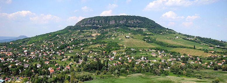 A Badacsony déli, délnyugati oldala - Fotó H. Szabó Sándor