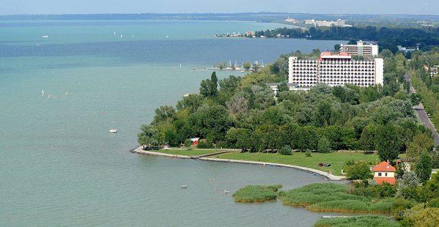 Siófoki szállodák az Ezüstpart irányából - Fotó H. Szabó Sándor
