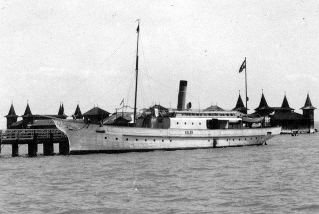 A Kelén 1933-ban a füredi kikötőben - a hajó formája nem sokat változott négy évtized alatt - Fotó: Somlai Tibor, Fortepan.hu