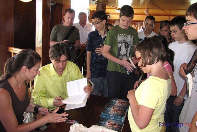 Nyulász Péter az első könyv bemutatóján öt évvel ezelőtt Bohony Beatrix illusztrátorral