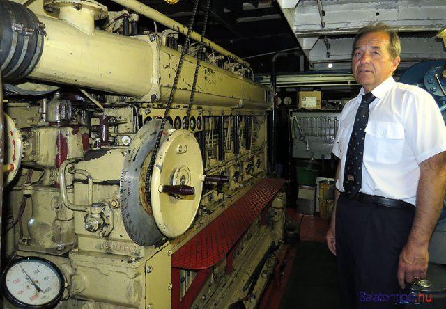 Német Zsolt az NDK gyártmányú 98 literes, 8,6 tonnás főgéppel