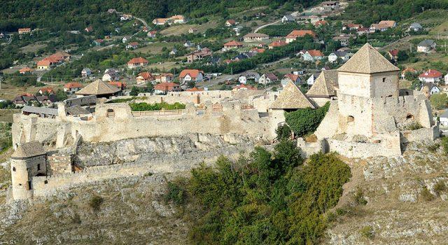 A sümegi vár délnyugati irányból - Fotó H. Szabó Sándor