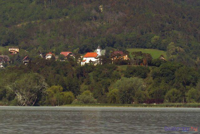 A vonyarcvashegyi Szent Mihály-domb a kápolnával