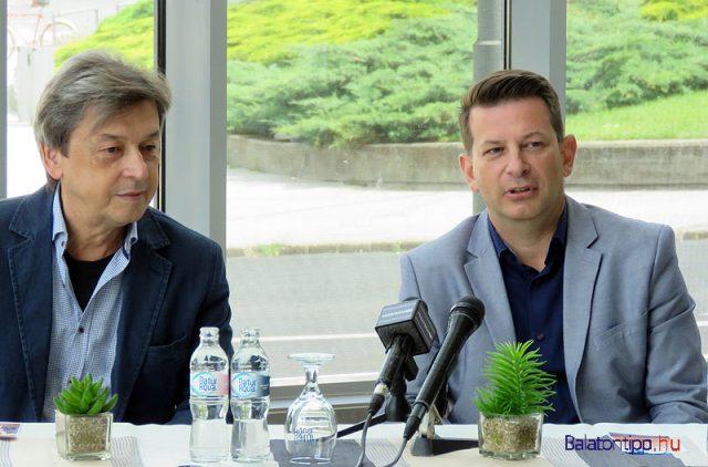 Vándorfi László (balról) és Hebling Zsolt a veszprémi sajtótájékoztatón