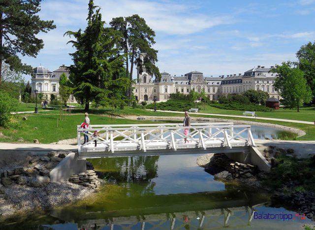 A Festetics-kastély parkja a tavaly felújított tóval