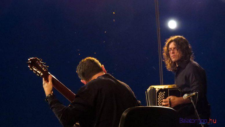 A Hal-és borünnep programjához kapcsolódva rendezik a gitárfesztivál nyitókoncertjét