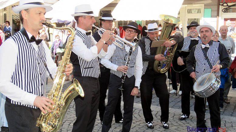 A Happy Dixieland Band koncertje nyitja a fesztivált - a vendégük Malek Andrea lesz