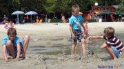 Több más mellett homokvárépítő versenyt is rendeznek a balatongyöröki strandon