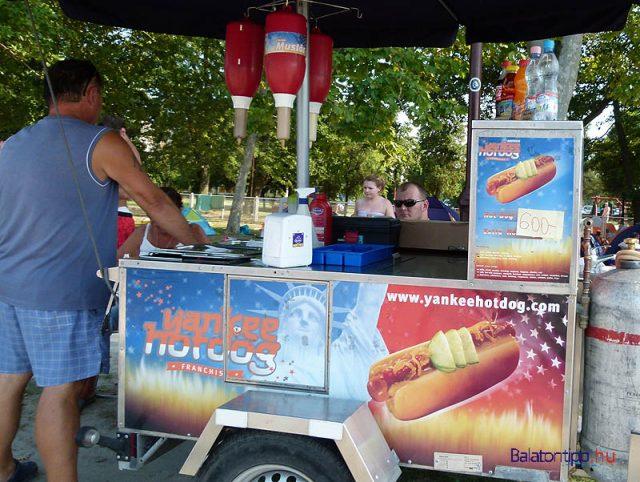 Hotdogarus-Siofok-Aranyparti-szabadstrand-balatontipp-gyorffya