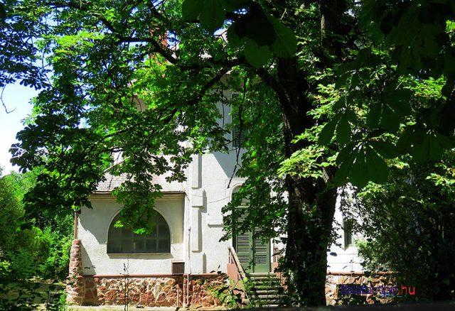 Korányi Frigyes egykori villája az Imre - Petőfi - utcában. A feljegyzések szerint elsősorban az ő szorgalmazásának köszönhető, hogy egyre többen építettek villát a magasparton