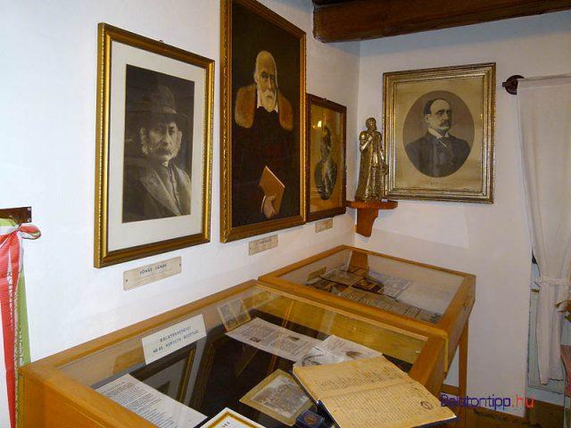 Nagyon gazdag a gyűjtemény 1848-as forradalomra és Kossuth Lajosra emlékező része