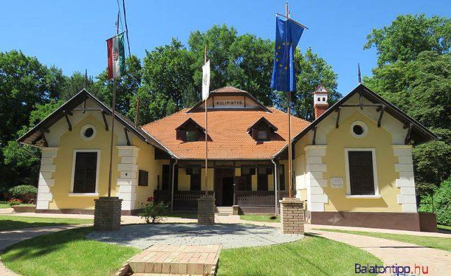 A Kulipintyó a települést gyakorlatilag megalapító Széchényi Viktor villája volt, ahogy előtt maga a terület, Földvár puszta is. Fia, Széchényi Zsigmond világutazó író, vadász is sokat időzött itt