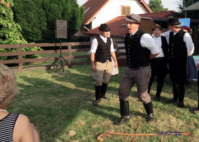 Vastag Richárd és a Gerence táncegyüttes tagjainak egy része