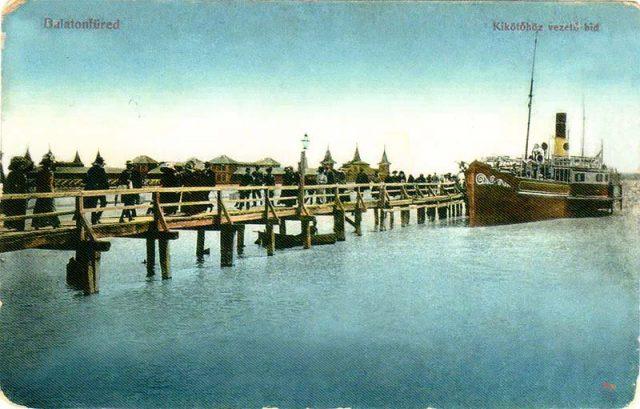 """Az 1862-ben készült """"régi"""" hajókikötő, amit a mai kikötő elkészültéig használtak - 1912-ben, alacsony vízszint idején"""