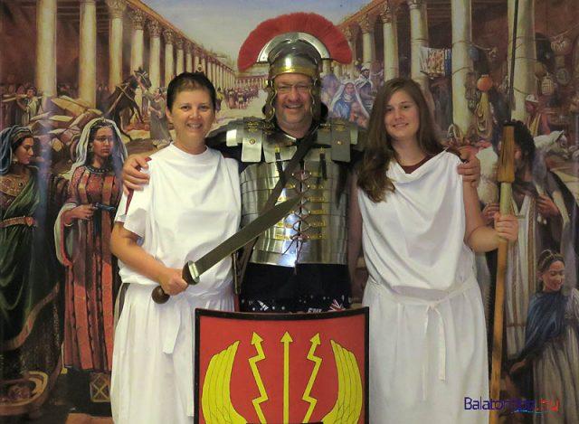A budapesti család tagjai kipróbálták hogyan festenek római ruhákban
