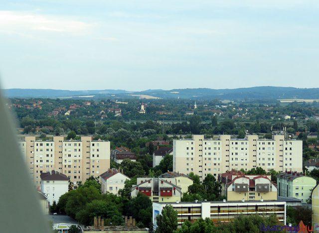 Siófoki házak a városon túli tájjal