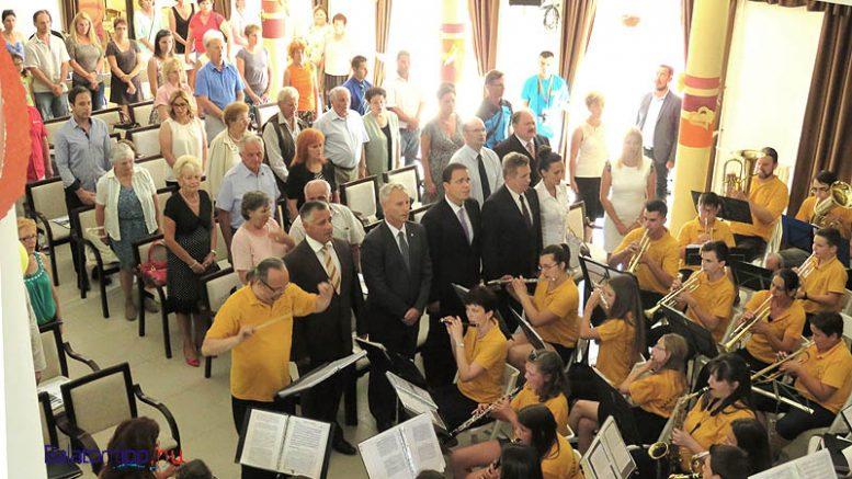 A jubileumi ünnepség résztvevői a közösségi házban