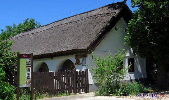 A tájháznak otthont adó egykori Sipos-porta utcai homlokzata