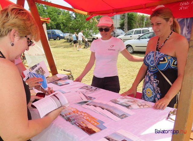 Gellénné Zsoldos Natália és Varga-Dani Barbara, a Magyar Turisztikai Ügynökség balatoni munkatársai a régiót népszerűsítették