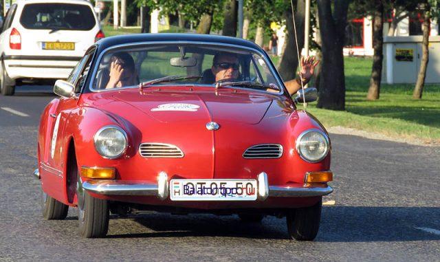 Szinte már napjaink kocsija az 1971-es Volkswagen Karmann Ghia