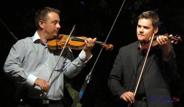 A 2014-es győztes, Dezsőházi Tamás és az egyik különdíjas, Gelencsér János a gálaműsorban