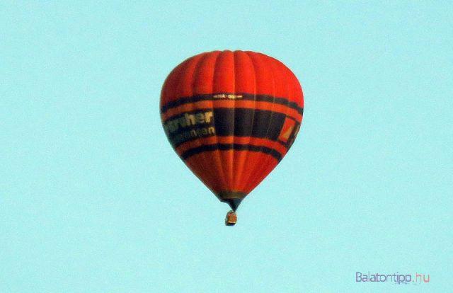 Hőlégballon Gyenesdiás felett - fotó Győrffy Árpád