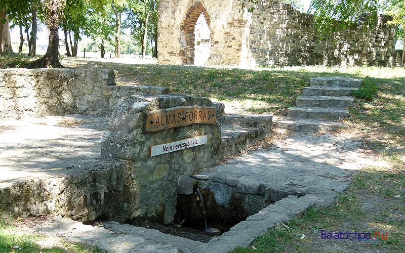 Aszófő - Almás-forrás a Kövesdi templomromnál - kis kitérő a Salánki pincétől