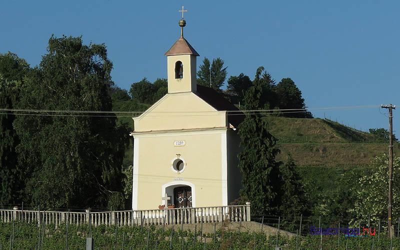 Badacsony - Szent Anna kápolna a Római út mellett