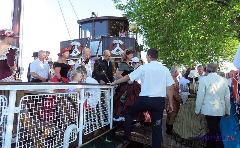 A füredi vendégekkel együtt sok alsóörsi is a Jókai hajóval érkezett