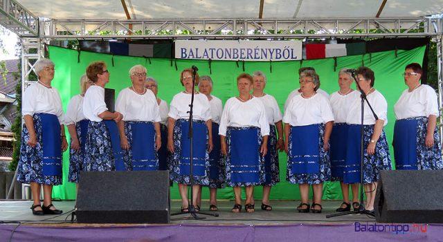A Kéthelyi Asszonykórus csárdásokat énekelt