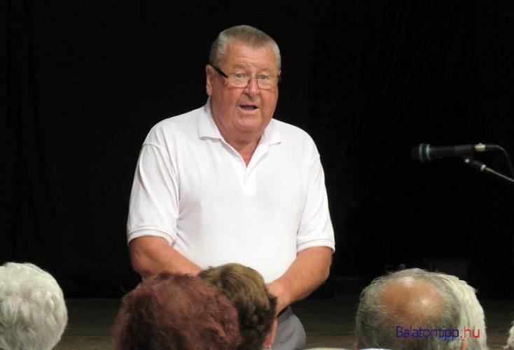 Dr. M. Tóth Antal az előadás közben