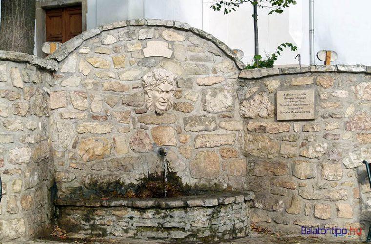 Örvényes - forrás a templom oldalában - egy utcányi kitérő
