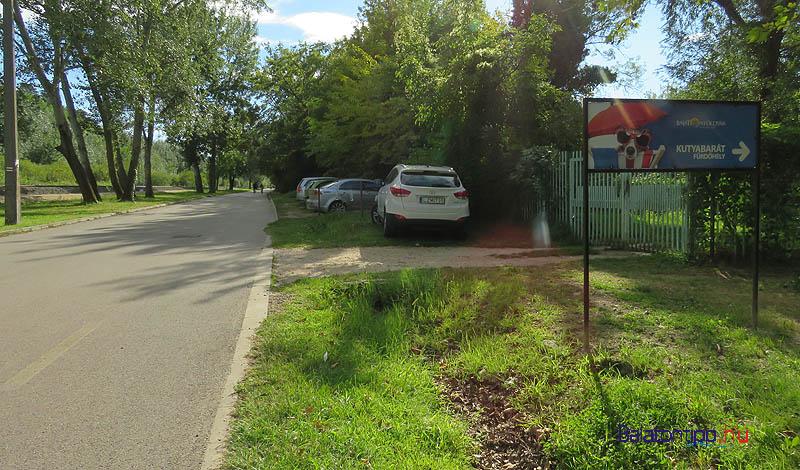 A Rákóczi út mellett - nem az úton! - lehet parkolni