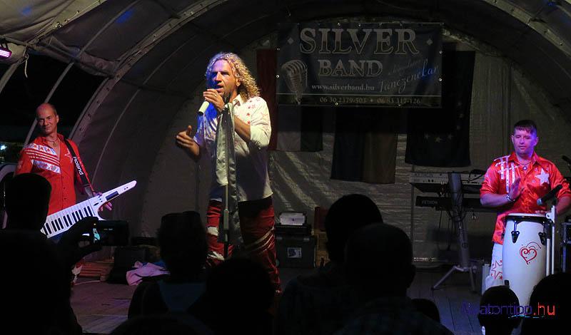 Balázs Pali nem csak énekesként, bő humorú showmanként is szórakoztatta a közönséget