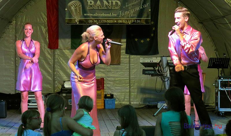 A Csillag Musical Társulat tagjai népszerű melódiákat adtak elő nagy sikerrel