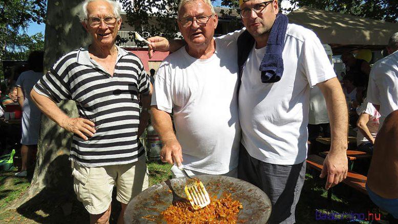 Obádovics Gyula, Turcsányi Béla és Tallai Gábor tavaly tárcsavason sütötte a lecsót